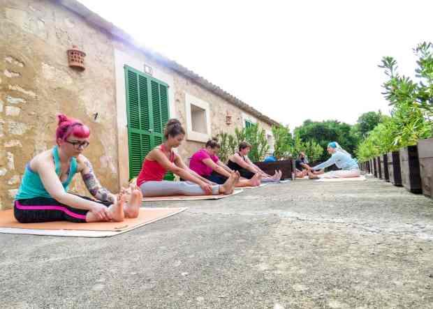Immer Dienstag und Donnerstag kannst Du an Yogakursen teilnehmen