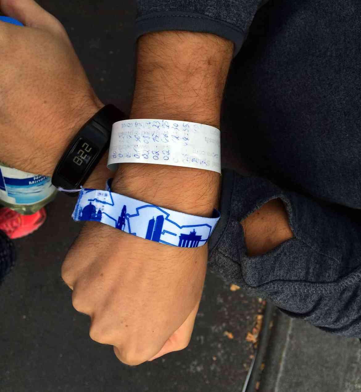 Das Ziel immer vor Augen und die richtigen Zwischenzeiten am Arm: Willys Pace-Armband
