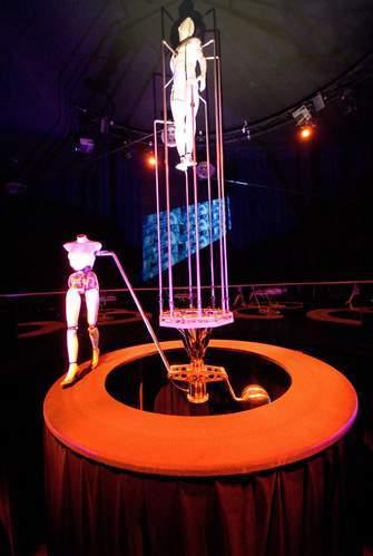 """Innsbruck, Swarovski crystal worlds, la stanza del """"teatro meccanico"""" di Jim Whiting"""
