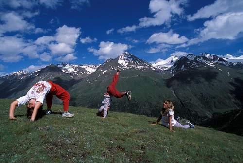 Tirolo, Oetztal, Stablein, esercizi sul prato