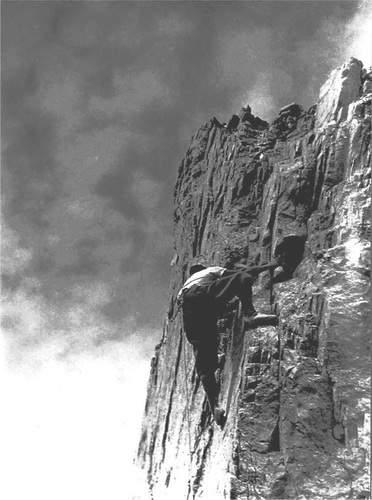All'attacco della Torre Tita, gruppo Garnerone-Grondilice, Alpi Apuane, Fosco Maraini