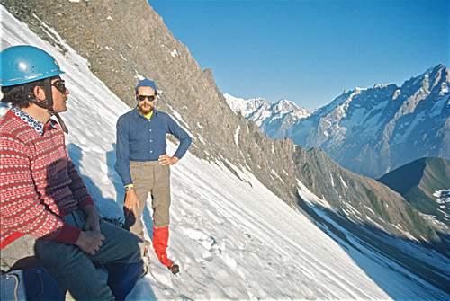 Gruppo del Monte Bianco, Carmelo di Pietro e Gianni Calcagno durante la prima ascensione della parete nord della Grande Rochère (1 luglio 1973)