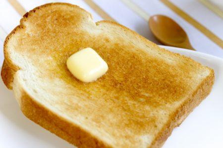 市販の食パンの原材料に含まれる添加物の役割と安全性