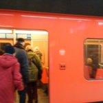ヘルシンキ中央駅の地下鉄電車