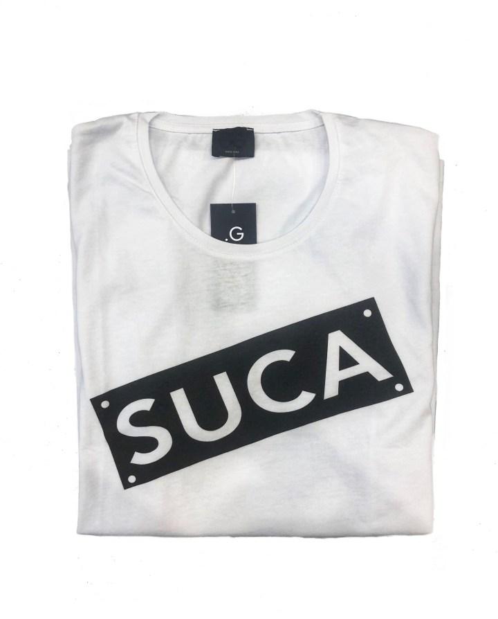 Maglietta bianca con la scritta siciliana.