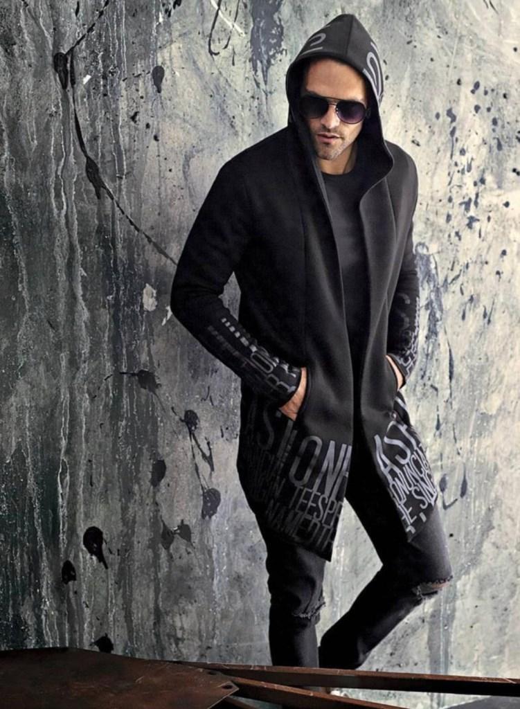 Felpo nero con cappuccio in perfetto stile dark - Gogolfun.it