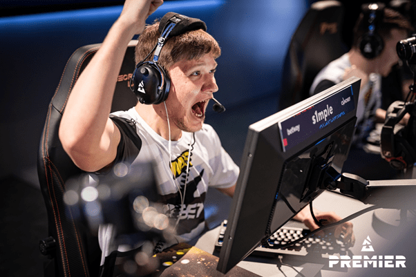 """CSGO PROFESSIONAL """"s1mple"""" UNKNOWINGLY LOGS INTO VAC BANNED STEAM ACCOUNT"""