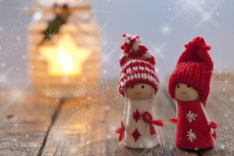 Coppia di pupazzi natalizi
