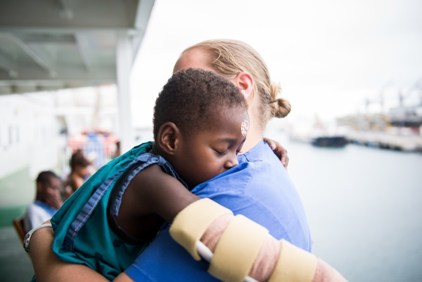 © 2016 Mercy Ships, Photo Credit Ruben Plomp; Sasimeny (MGC09516) with Jenny MULLIS (USA) Ward Nurse