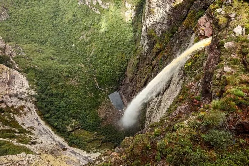 Fumaça Waterfall among the highest waterfalls in Brazil, the first accessible in a single day hike