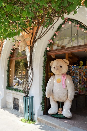 V Rothenburg shop Bears
