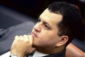 Vice-prefeito Agenor Mariano (PMDB), autoproclamado porta-voz do Paço: algo está fora da ordem