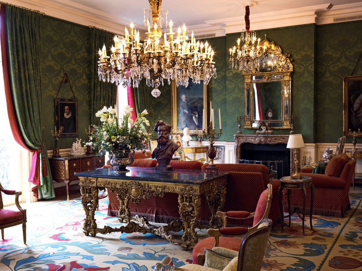 grand-salon-at-restaurant-le-clarence