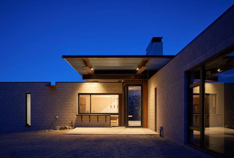 Casa projetada para enfrentar o clima severo do Deserto de Mojave, na Califórnia