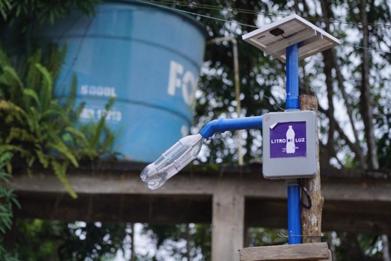 Solução desenvolvida pelo Litro de Luz para comunidades carentes