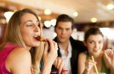 Cum stai departe de tentatii cand esti la dieta si iesi in oras?