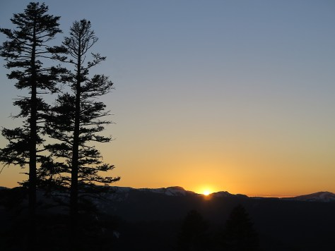 Sunset over the Pacific Crest from the Zephyr Lodge during the Mountain Table Dinner at Northstar California © 2015 Karen Rubin/news-photos-features.com