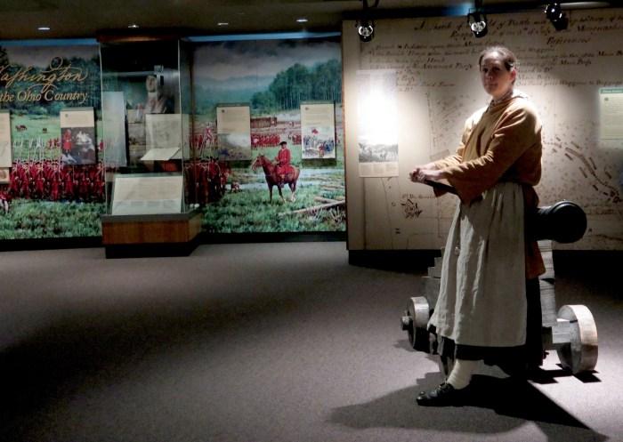 Costumed docent sends school kids off on a scavenger hunt at the Fort Pitt Museum © 2016 Karen Rubin/goingplacesfarandnear.com
