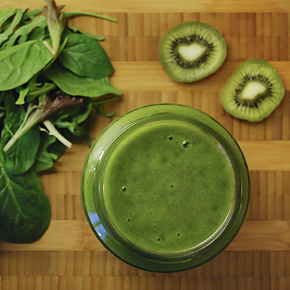 Kiwi-mango_green_smoothie