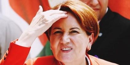 Meral Akşener, partisini olağanüstü kurultaya götürüyor ve aday olmayacağını açıklamış durumda.