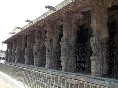 pillars of 100 pillars hall