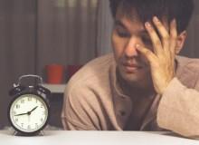寝つきの悪さは高い体温が原因?