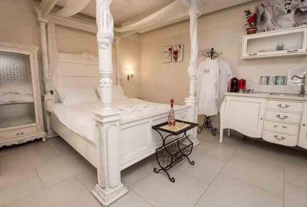 צימר יוקרתי עם בריכה פרטית ומיטת אפריון בחד נס ישוב ברמת הגולן