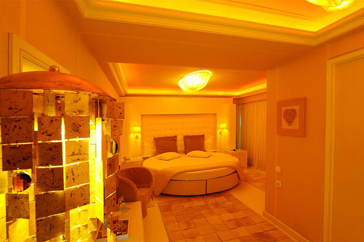 the-crystal-blue-hotel-xxx-1