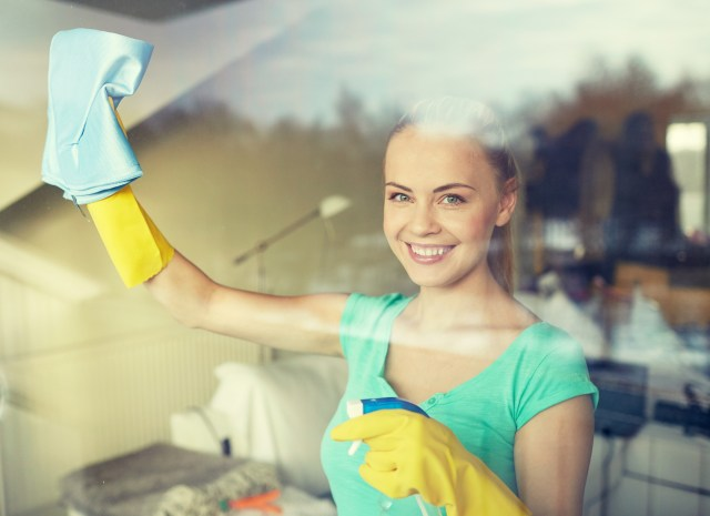 How to Clean Glass Without Streaks: The Complete Guide -
