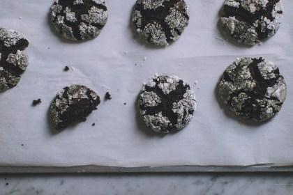 chocolate, crinkle, peppermint, cookies, baking, seasonal, holiday, fudge, dessert