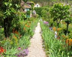 Monets trädgård - gång till huset