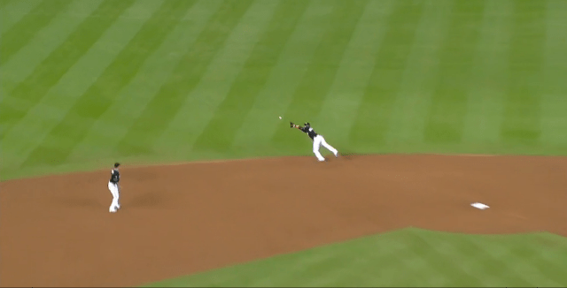 Adeiny Hechavarria lays out for a line drive