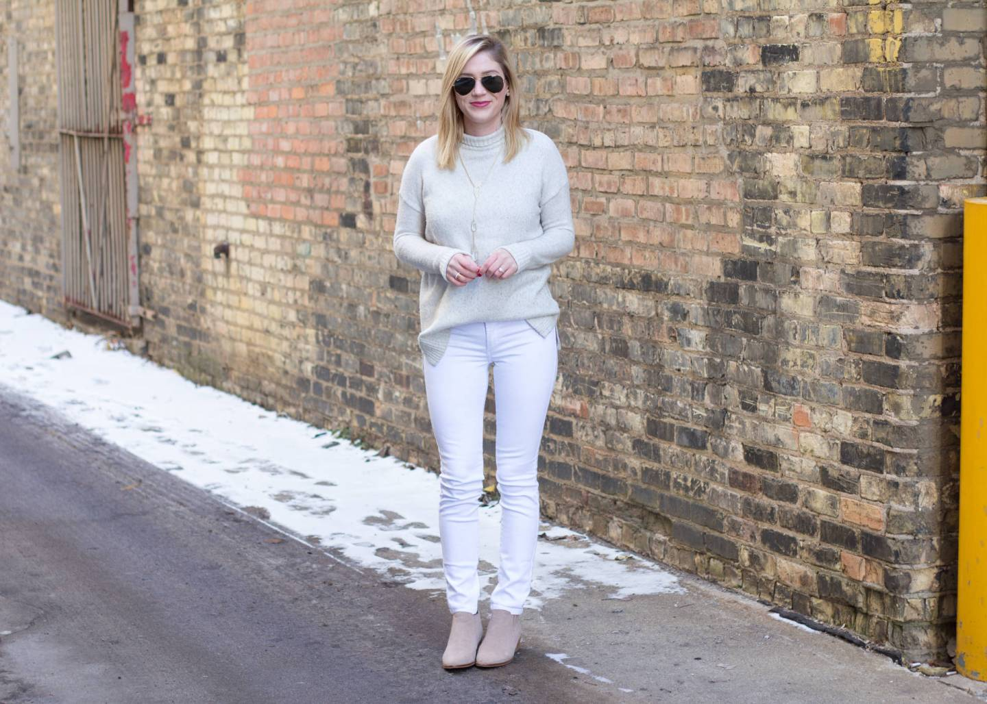 HOW TO WEAR WHITE ON WHITE IN THE WINTER.