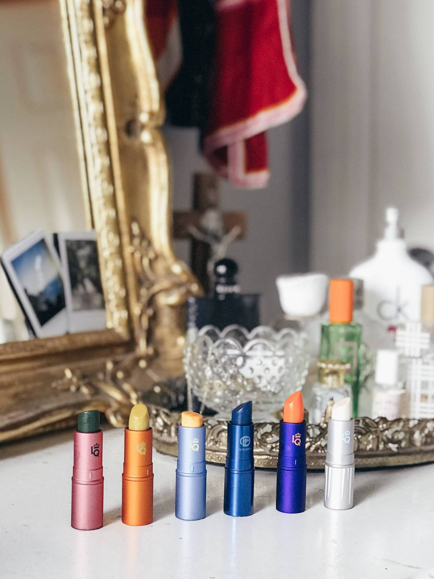 Would you ever wear a green lipstick? What if I told you it would turn a beautiful pink color when applied?! Read on for reviews of more of Lipstick Queen's infamous color-changing lipsticks!