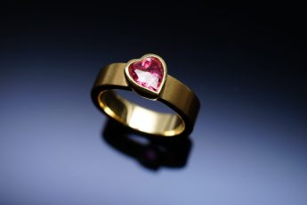 Ring mit Turmalinherz, 1,34 ct. in 750er GG 1.259 €