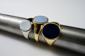 Siegelringe in verschiedenen Metallen und Lagenonyx
