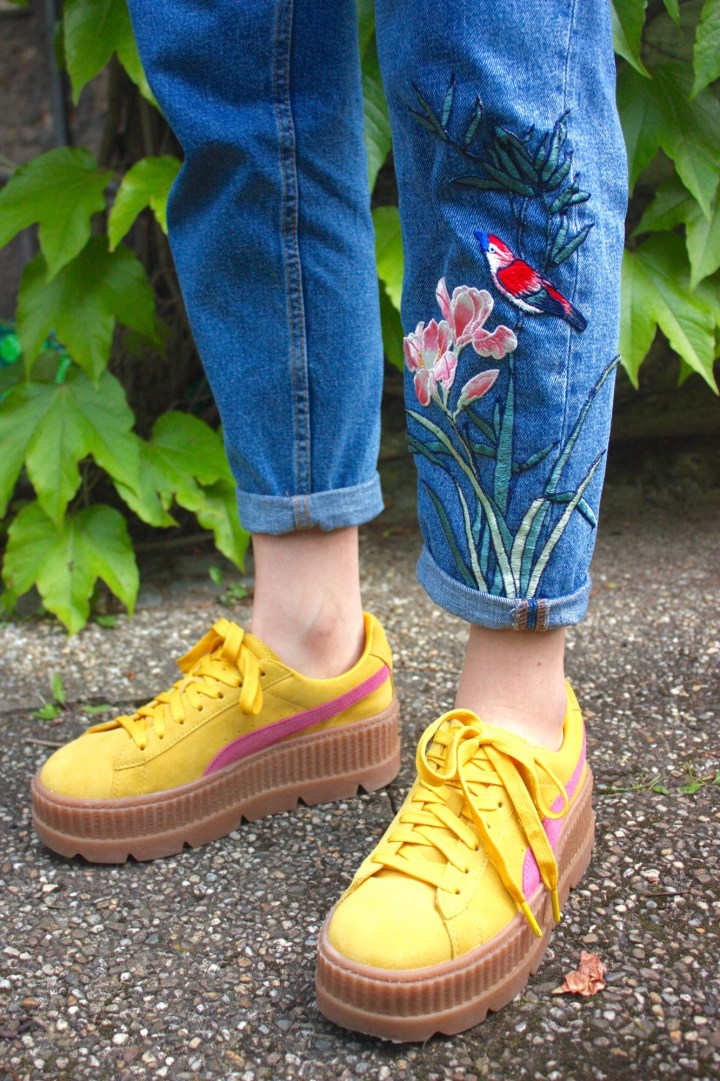 DIY: Jeans-Upcycling mit floralem Patch