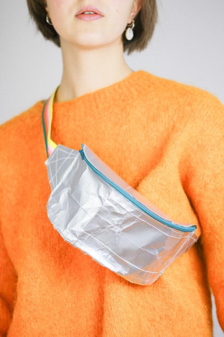 DIY-Anleitung: Upcycling-Bauchtasche aus Milchkartons nähen