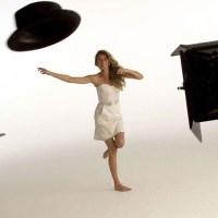 Gisele Bündchen brinca de stripper em comercial