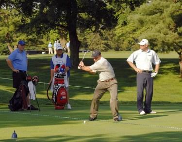 ゴルフスイングの切り返しで頭が沈むことのリスクと魅惑