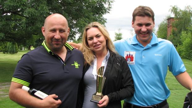 Zwycięzca turnieju, Kasper Płaszczykowski z dumnymi rodzicami.