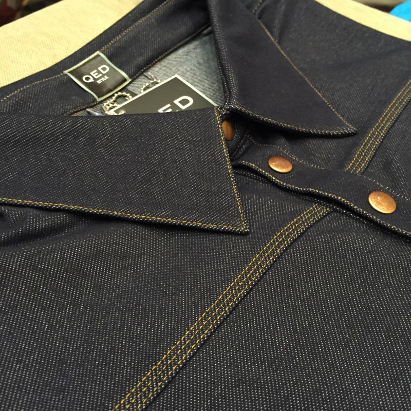 QED Style Denim Print Sugarhouse Polo in a Dark Wash