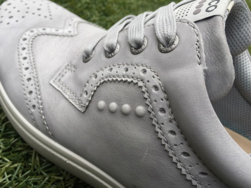 Stylish brogue detailing.