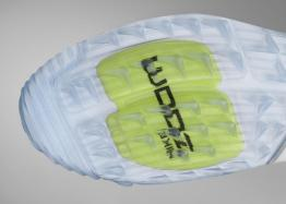 Forefoot Zoom Air technology for responsive cushioning.