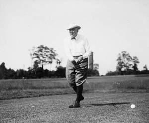 Haring Golfing