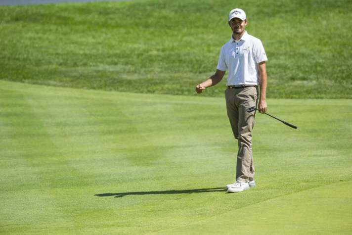 Curtis Luck watches his putt on the 14th hole during second round of match play at the 2016 U.S. Amateur at Oakland Hills Country Club in Bloomfield Hills, Mich. on Thursday, Aug. 18, 2016. (Copyright USGA/Jeff Haynes)