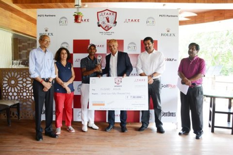 Rashid Khan receives the winning cheque from Mr. Diwakar Vasu, GM, Sports - TAKE Solutions, also seen in the picture are Mr. Uttam Singh Mundy, Director, PGTI (2nd from right), Mr. M M Mishra, Secretary, Noida Golf Course (extreme left), Ms. Nalini Sharma, Officiating Captain, Noida Golf Course (2nd from left) and Mr. Sampath Chari, Tournament Director, PGTI (extreme right)