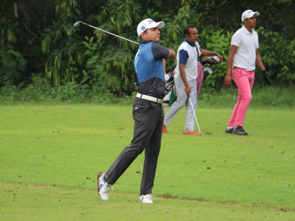 Vikrant Chopra leads the Japiur Open by a comfortable five stroke margin