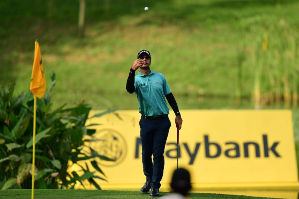 Shubhankar Sharma rallies to win Maybank Championship