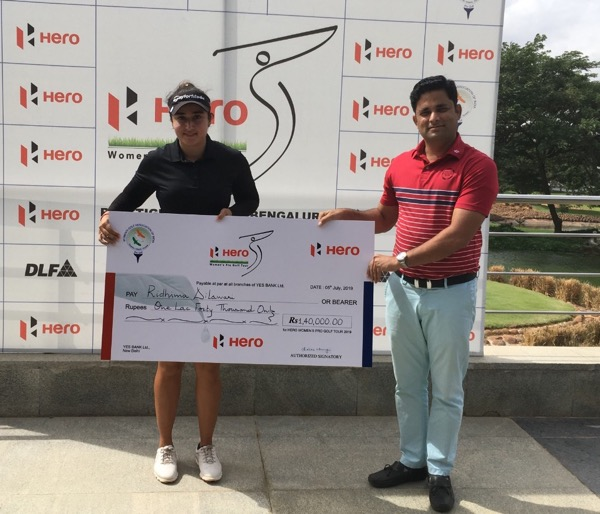 Ridhima gets the giant cheque after winning the ninth leg